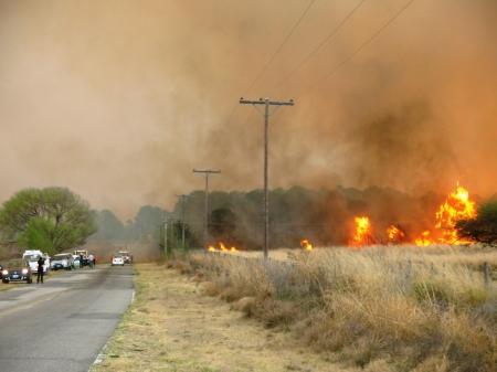 Momentoque el fuego corta en ruta a Villa Yacanto